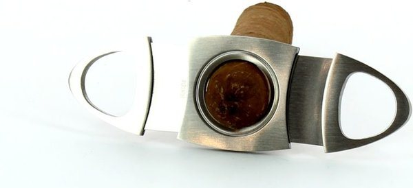 Tagliasigari ovale in acciaio di altá qualitá